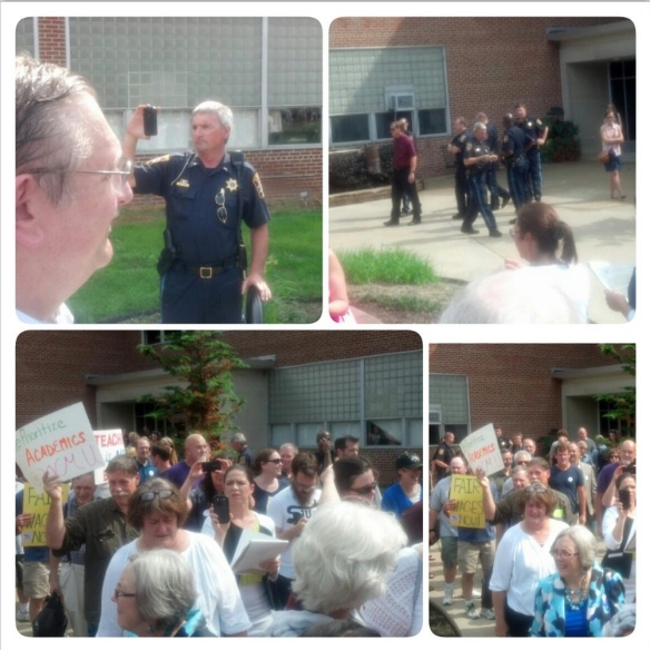 Faculty rally at WMU on September 5, 2014. (Photo by Larry J. Simon)